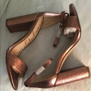 NWT Rose Gold/Pink Sam Edelman Sandals